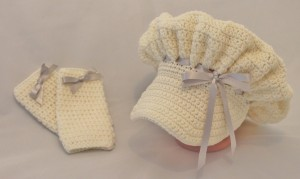 Prairie Bonnet and Legwarmers